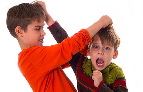 Почему ребёнок начал драться?